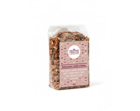 Domača granola z mandlji in kakavom