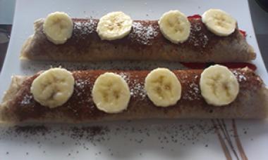 Ajdove palacinke z rozicevo kremo in banano