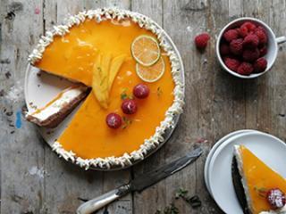 Tutti frutti - sadna torta s krhkim arašidovim dnom