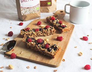 Zdrave granola ploščice z arašidovim maslom in čokolado