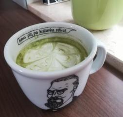 Matcha zeleni čaj z mlekom