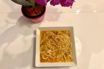 Paradižnikovo-fižolova juha s testeninami