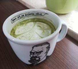 Matcha grüner Tee mit Milch