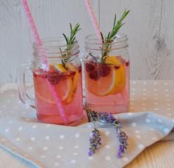 Malinca poletni (gin) tonik