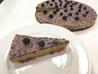 Osvežilna torta limeta - borovnica