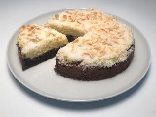 Brezglutenska čokoladna torta s kokosovo kremo