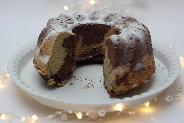 Marmorni kolač brez moke in sladkorja