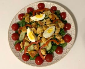 Gemischter Salat mit Hühnchen