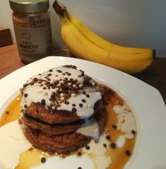 Gesunde amerikanische Bananen-Pfannkuchen
