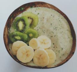 Kivi smoothie bowla
