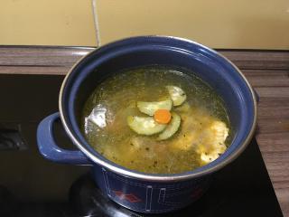 Domača zelenjavno-kurja juhica