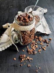 Schokoladen Granola mit Walnüssen