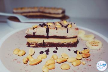Rohkost Erdnuss-Bananen-Schoko-Cheesecake