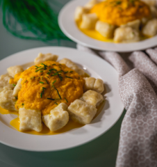 Dinkel-Gnocchi mit Karottensoße