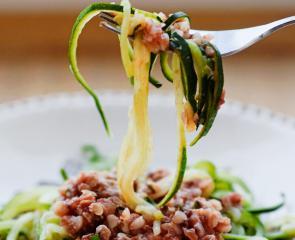 Bučkini špageti z ajdovo omako