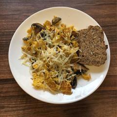 Omelette mit Pilzen und Käse