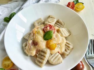 Grieß-Gnocchi mit Tomaten und Kokossoße