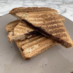 Proteinski banano-čokoladni toast