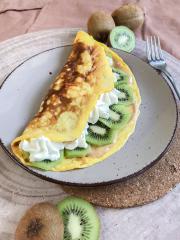 Einfaches Süßes Omelette mit Kiwi