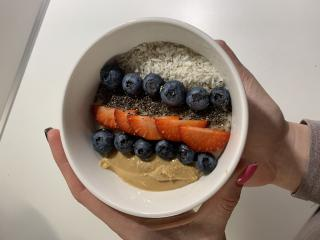 Dinkel-Frühstück mit Früchten