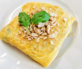 Riža u omotu od jaja u azijskom stilu