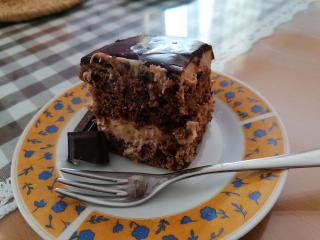 Čokoladna torta s pudingom