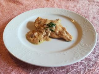 Piščančji file v smetanovo-čebulni omaki