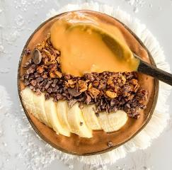 Snickers-Smoothie-Bowl