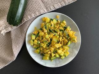 Gebratene Zucchini mit Ei