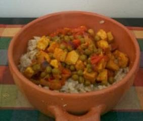Indijski curry riž z zelenjavo in tofujem