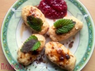 Polnozrnati cmoki z malinovo marmelado