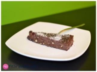 Beljakovinska torta s temno čokolado brez moke