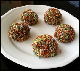Veganske čokoladno-mavrične kroglice