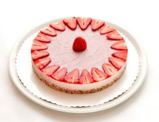 Veganska presna jagodna torta