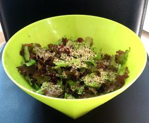 Salata s konopljinim sjemenkama