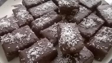 Presne kokosove ploščice s temno čokolado