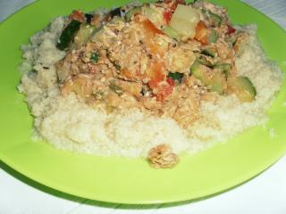Kuskus s tuno in zelenjavo
