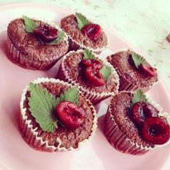 Čokoladni fit muffini s sadjem
