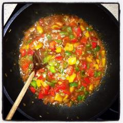 Zelenjavna zmešanka s curryjem in ras-el-hanout