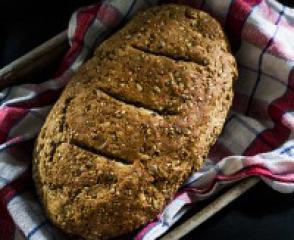 Beskvasni kruh od raženog brašna i sjemenki konoplje