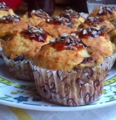 Muffini z lešniki, jabolki, pomarančo, banano in brusnicami