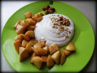 Pečena jabolka z grškim jogurtom