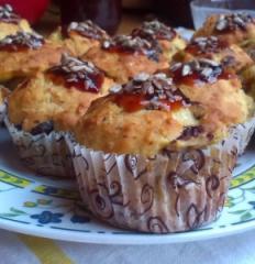 Muffini s lješnjacima, jabukama, narančama, bananom i brusnicama