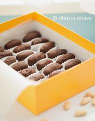Čokoladni datlji z mandlji