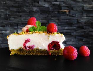 Gospa Malina - malinova tortica brez moke