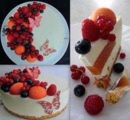 Lahka jogurtova tortica z marelicami in malinami