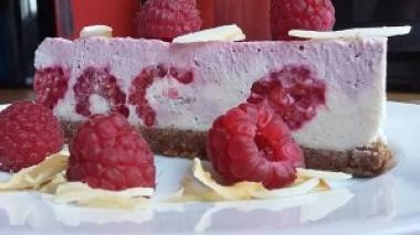 Prijesna torta s malinama i okusom bijele čokolade