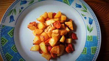 Pečen krompirček z arašidi