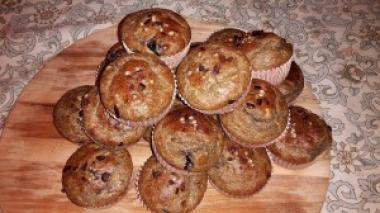 Muffini od konopljinog brašna s kakaovim zrncima i chia sjemenkama