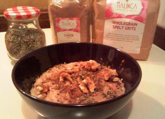 Polnozrnati pirin zdrob z rožičem in orehi
